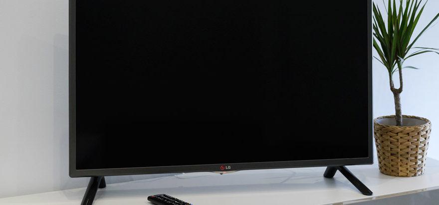 apartamentos-lanceata-mesa-tv